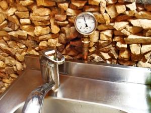 a simpler life el pocito water pressure gauge